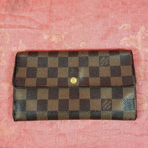 Authentic Louis Vuitton Damier Sarah long Wallet